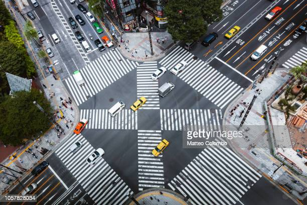 aerial view of complex crossing, tokyo, japan - overhead view of traffic on city street tokyo japan stock photos and pictures