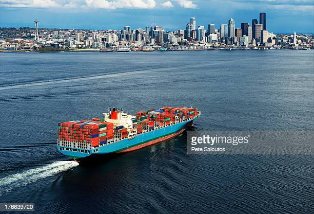 aerial view of container ship, seattle, washington state, usa - cargo ship stock pictures, royalty-free photos & images
