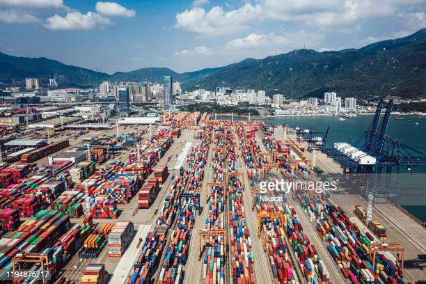 aerial view of container ship terminal in shenzhen, china - trade war stock pictures, royalty-free photos & images