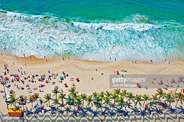 aerial view of  copacabana beach - copacabana rio de janeiro stock-fotos und bilder