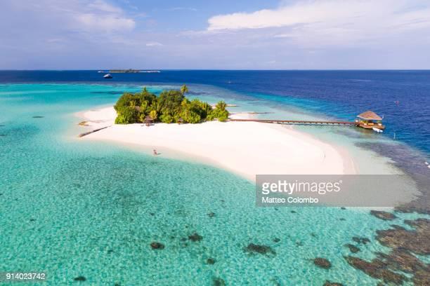 aerial view of couple on a beach, maldives - isla mujeres fotografías e imágenes de stock