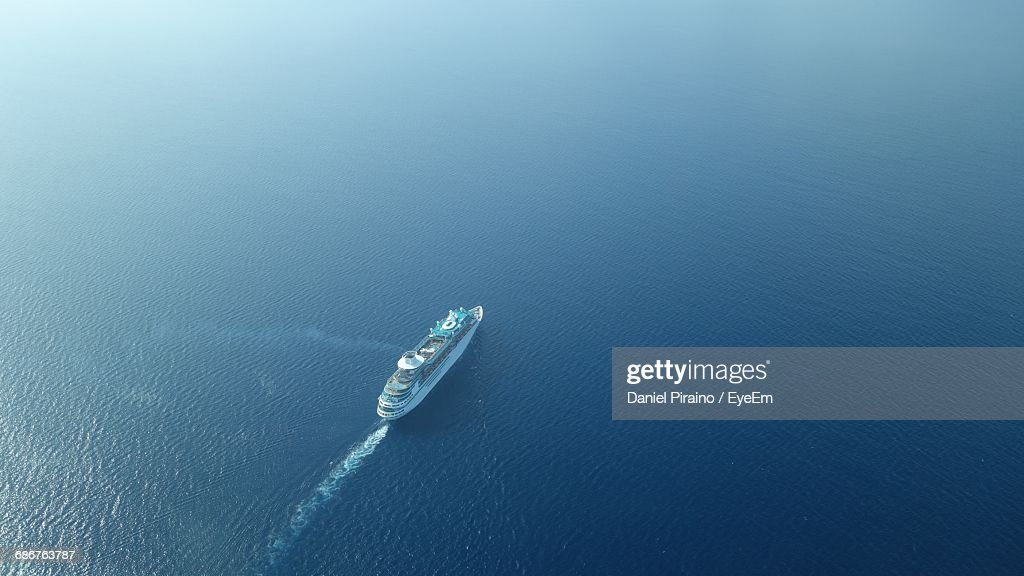Aerial View Of Cruise Ship Sailing On Sea : Foto de stock