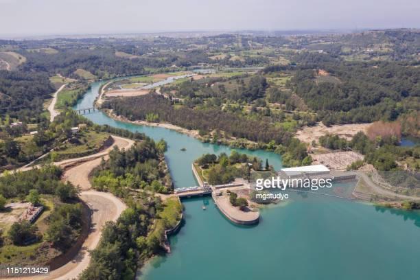 aerial view of dam - dique barragem imagens e fotografias de stock