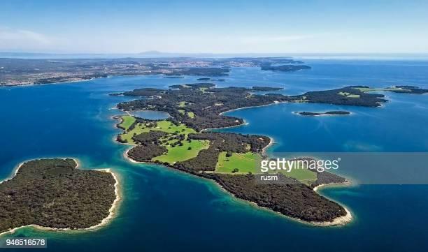 Luchtfoto van woestijn eilanden, park Brijuni, Kroatië