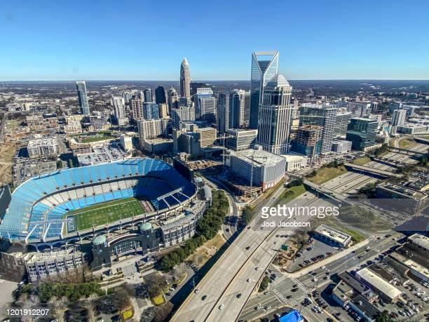 ノースカロライナ州シャーロットのダウンタウンの空中写真 - シャーロット市 ストックフォトと画像