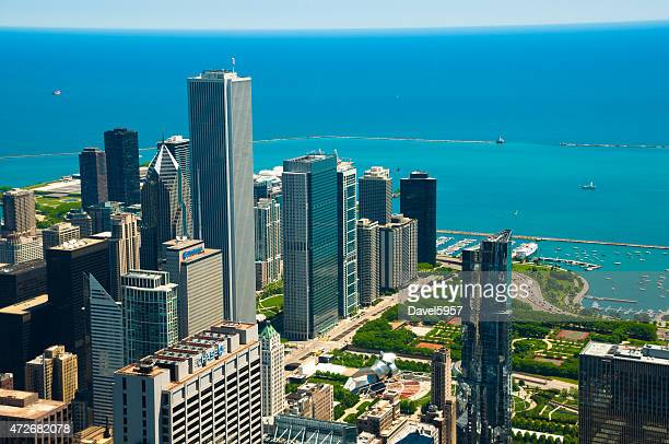 aerial view of downtown chicago, millenium park, and lake michigan - millenium park stock photos and pictures