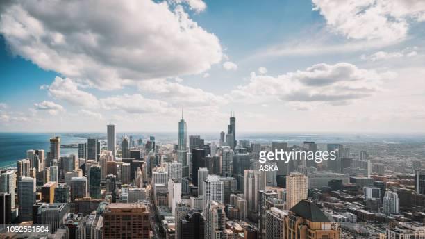 vue aérienne du centre-ville de chicago - chicago photos et images de collection