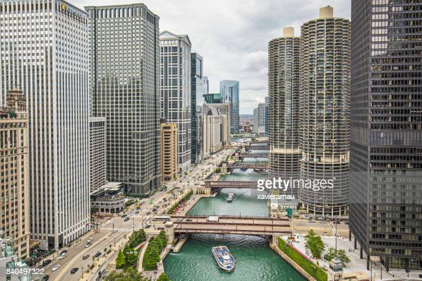 aerial view of downtown chicago river - chicago river stock pictures, royalty-free photos & images