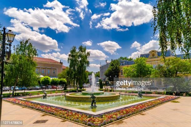 luftaufnahme der innenstadt von ruse, bulgarien. museum für geschichte und donau - (bulgarisch: ) - bulgarien stock-fotos und bilder