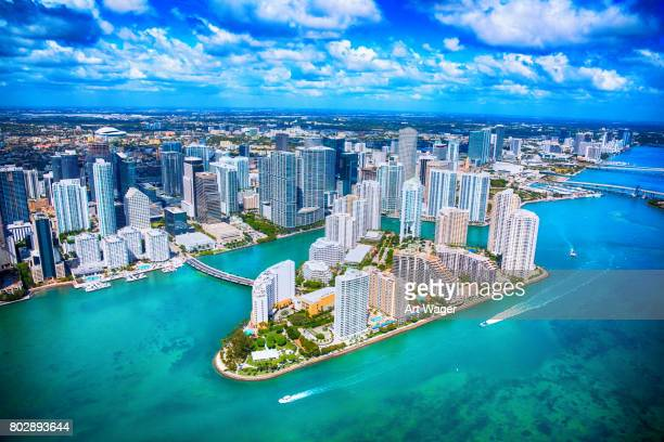 vue aérienne de downtown miami floride - région de la côte du golfe photos et images de collection