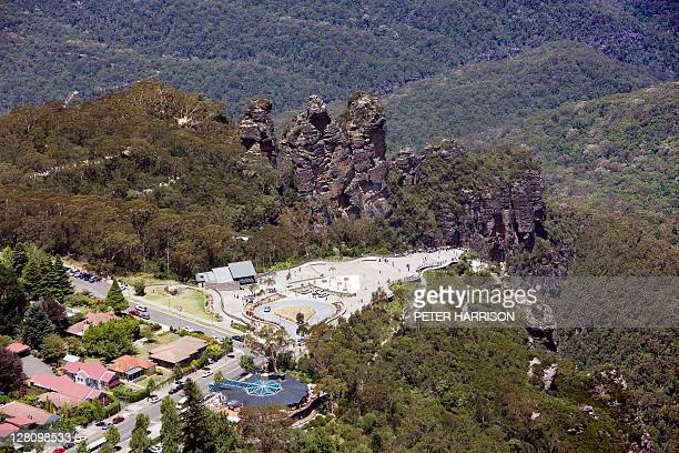 aerial view of echo point, katoomba, nsw, australia - great dividing range stock-fotos und bilder