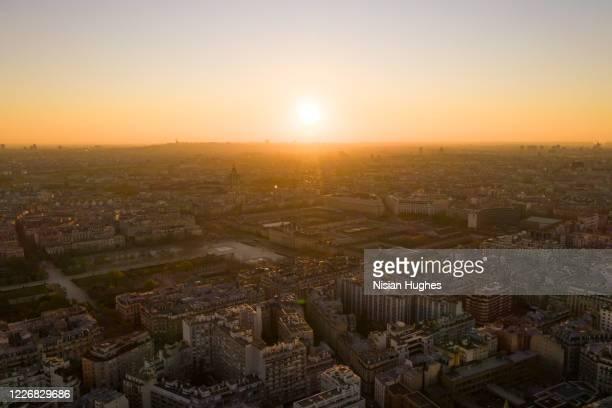 aerial view of ecole militaire and les invalides in paris france, sunrise - matin photos et images de collection