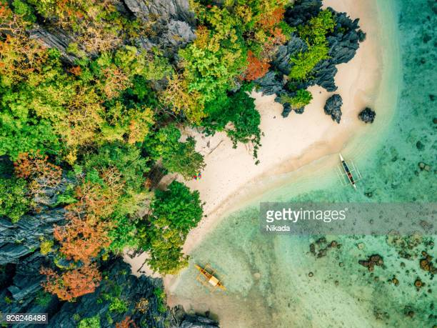Aerial View Elnido Strand mit Boot in Palawan