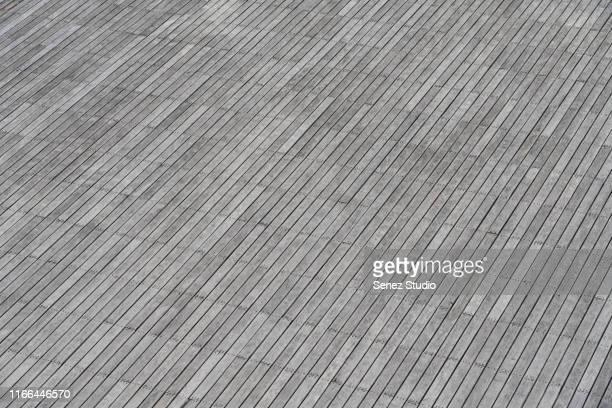 aerial view of empty patio, empty parking lot - terrasse panoramique photos et images de collection
