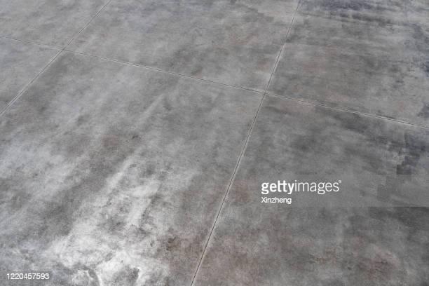 aerial view of empty road - sol caractéristiques d'une construction photos et images de collection