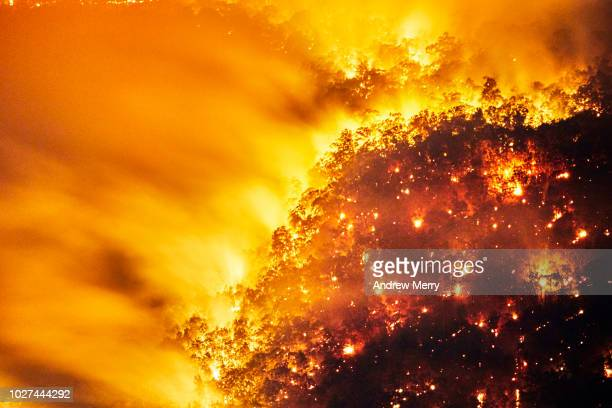 aerial view of fire, forest fire, bushfire in valley, blue mountains, australia - australian bushfire stock pictures, royalty-free photos & images