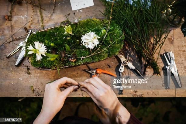 aerial view of florist making floral display - composizione di fiori foto e immagini stock