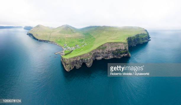 aerial view of gjogv, faroe islands - paysage marin photos et images de collection