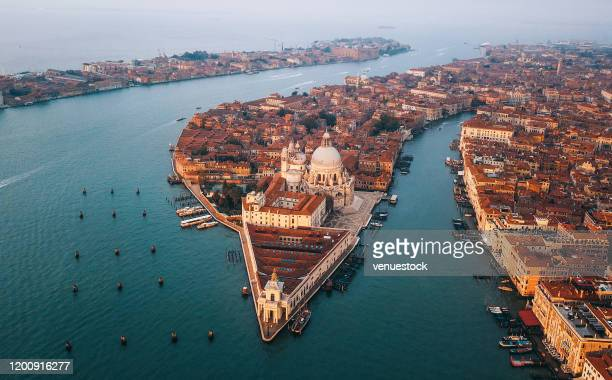aerial view of grand canal at sunrise - venezia foto e immagini stock