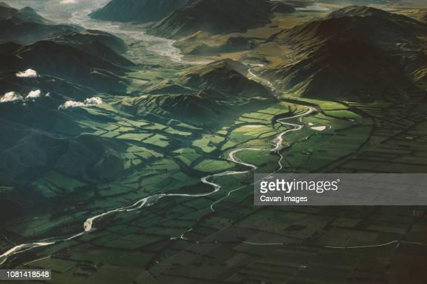 aerial view of green landscape - região de canterbury nova zelândia - fotografias e filmes do acervo