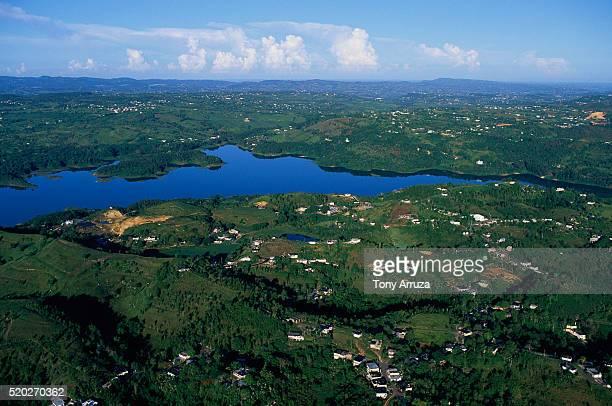 aerial view of guajataca lake - paisajes de puerto rico fotografías e imágenes de stock