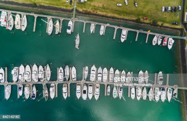 aerial view of gulf harbour boat quay, auckland, new zealand. - ファンガパラオア半島 ストックフォトと画像