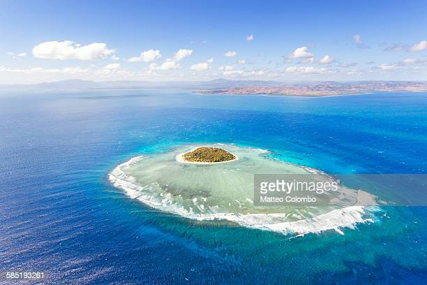 aerial view of heart shaped island tavarua, fiji - pacific islands stock pictures, royalty-free photos & images