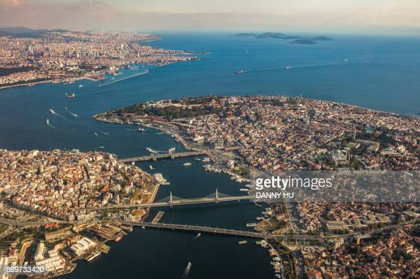 aerial view of historical peninsula of istanbul,turkey - istanbul photos et images de collection