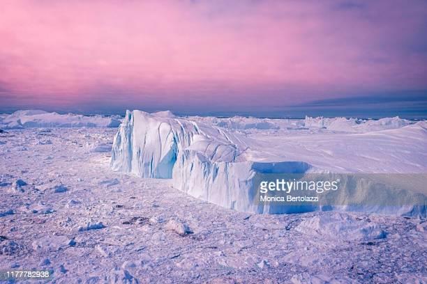 aerial view of icebergs in greenland - ilulissat stock-fotos und bilder