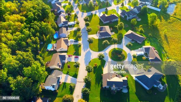 aerial view of idyllic neighborhood with cul-de-sac - cul de sac stock pictures, royalty-free photos & images
