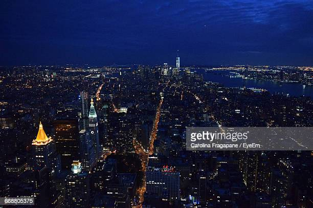 aerial view of illuminated manhattan against sky at night - carolina fragapane stock pictures, royalty-free photos & images