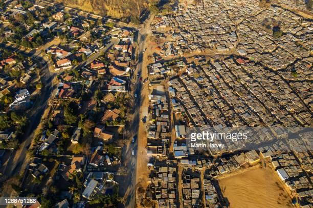 aerial view of inequality. kya sands informal settlement in johannesburg, south africa - johannesburg stockfoto's en -beelden