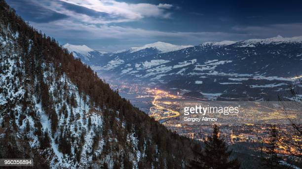 aerial view of innsbruck at night - tal stock-fotos und bilder