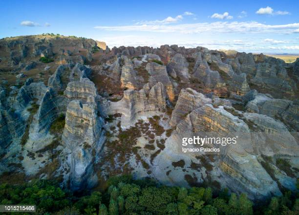 aerial view of isalo national park in the ihorombe region of madagascar - マダガスカル ストックフォトと画像