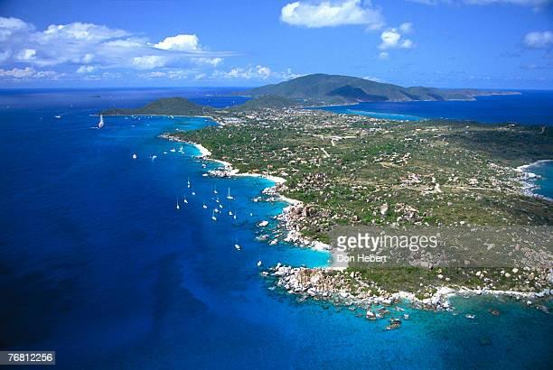 aerial view of island - islas de virgin gorda fotografías e imágenes de stock