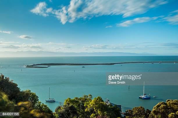 aerial view of island sandbar and coastline, nelson, nelson, new zealand - nelson city new zealand stock pictures, royalty-free photos & images