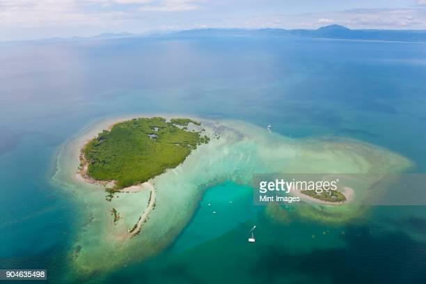aerial view of island with lighthouse in the pacific ocean. - arquipélago - fotografias e filmes do acervo