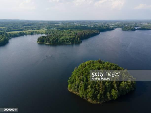 aerial view of islands in the middle of a lake - estonia fotografías e imágenes de stock