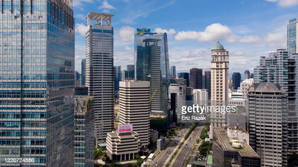 aerial view of jakarta traffic during pandemic of covid-19 - jakarta foto e immagini stock
