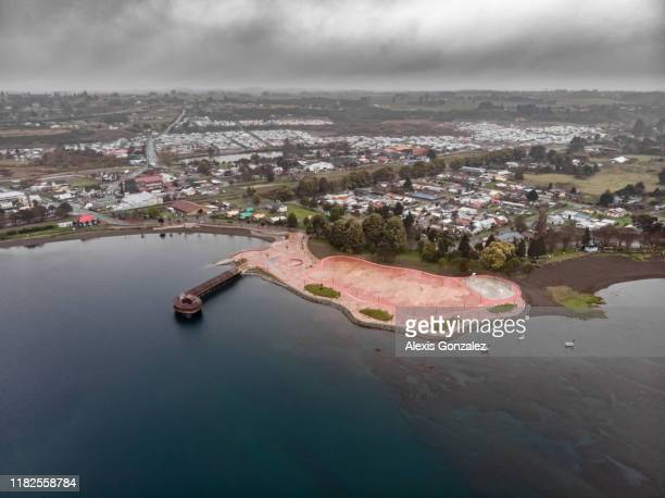 vista aérea do lago llanquihue no sul do chile - puerto montt - fotografias e filmes do acervo