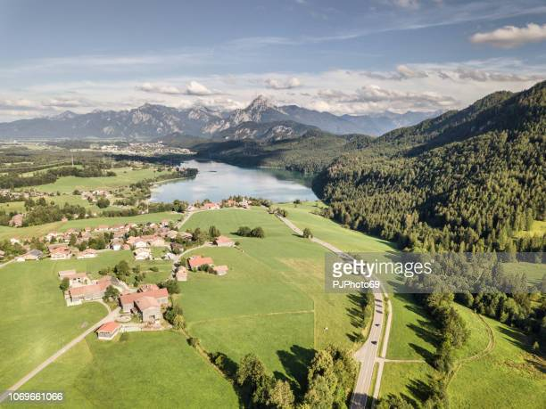 aerial view of lake weissensee in summer season - carinthia - pjphoto69 foto e immagini stock