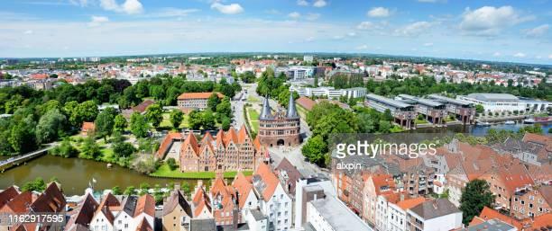 luchtfoto van lübeck town, duitsland - sleeswijk holstein stockfoto's en -beelden