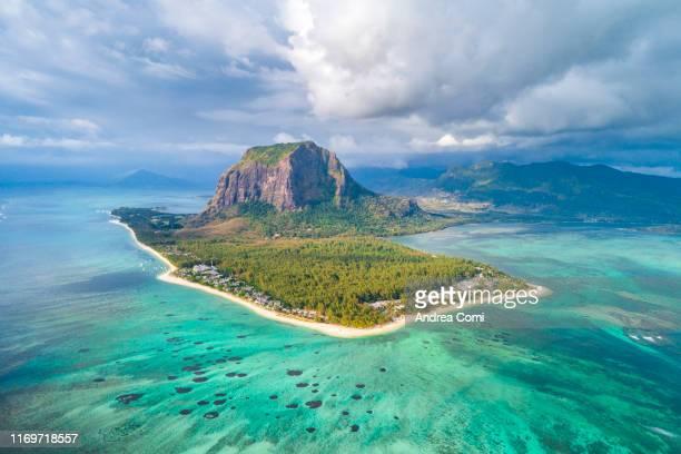 aerial view of le morne brabant peninsula, mauritius, indian ocean, africa - lagon photos et images de collection