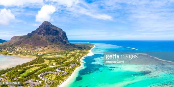 aerial view of le morne brabant peninsula - islas mauricio fotografías e imágenes de stock