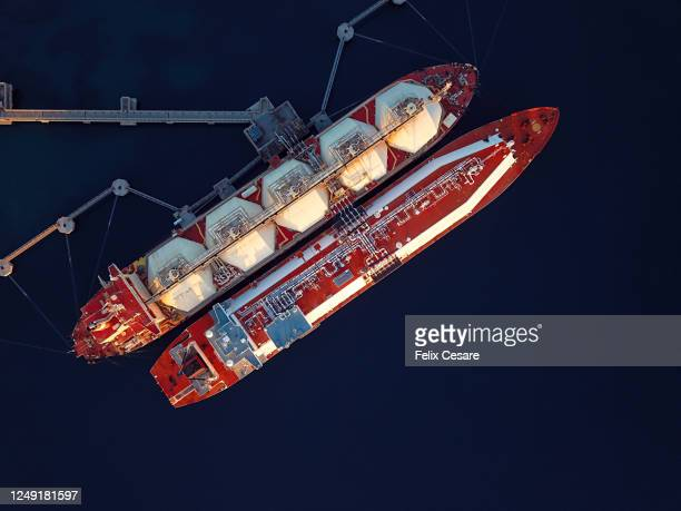 aerial view of liquefied natural gas (lng) tankers moored to the jetty - harbour stock pictures, royalty-free photos & images