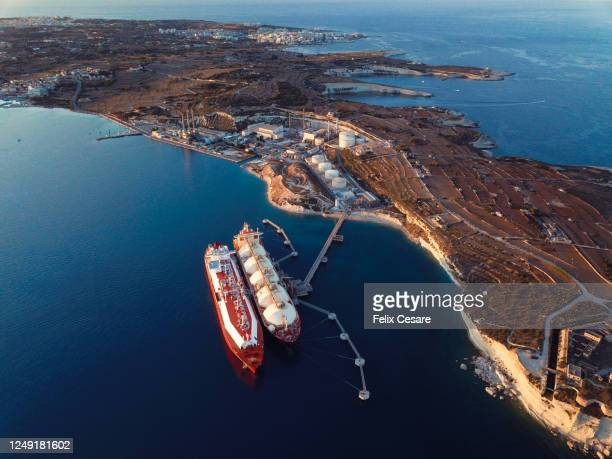 aerial view of liquefied natural gas (lng) tankers moored to the jetty - 液化天然ガス ストックフォトと画像