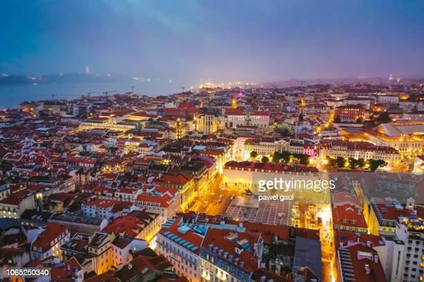 夜のリスボン ポルトガルの空撮 - フォゲイラ広場 ストックフォトと画像