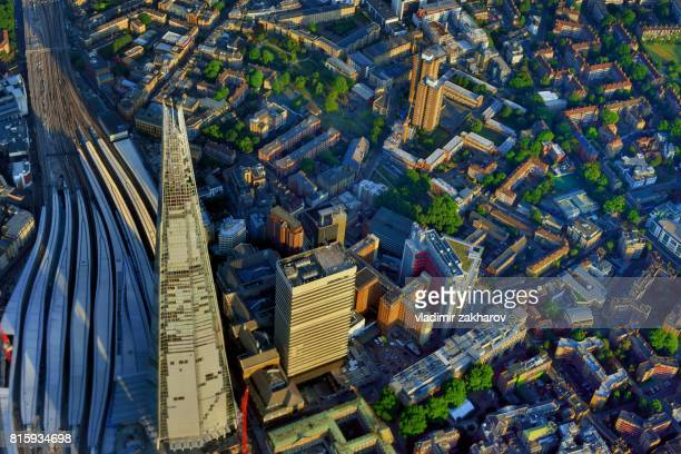 aerial view of london bridge station and surrounding area - london bridge photos et images de collection
