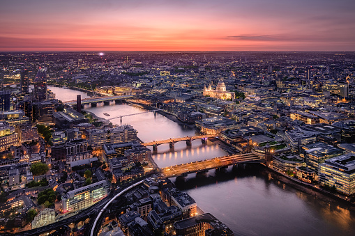 Aerial View of London Cityscape with River Thames at Twilight - gettyimageskorea