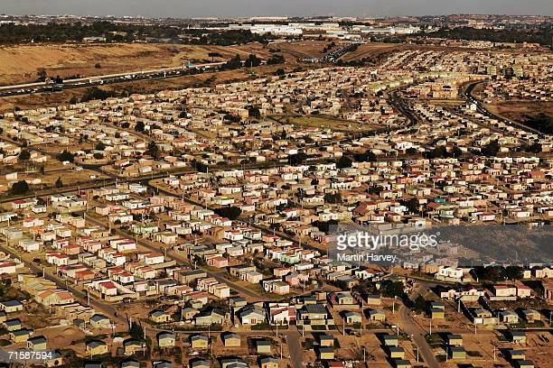 aerial view of low cost housing - gauteng province stock pictures, royalty-free photos & images